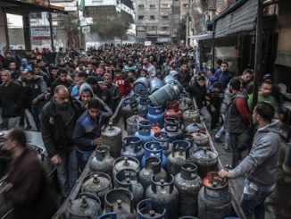 2017_03_05+Gazan+crowds+seek+gas-cefee2bb043a2c0a5422fd09e0d1a81b78616ac8