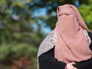 que-woman-niqab-20171022-0419ef2fb7fde33cbead97597d4658204dbcdf26